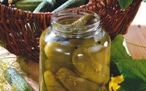 Feinsaure Delikatessen und Gemüsekonserven